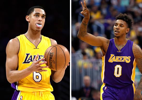 Jordan Clarkson (izq) y Nick Young, jugadores de los Lakers de Los Ángeles.