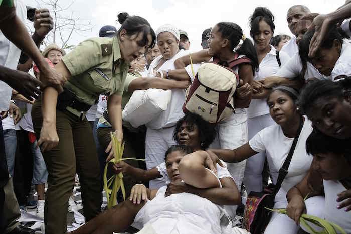 La Habana arresta a decenas, madres y opositores, previo al arribo histórico de Obama