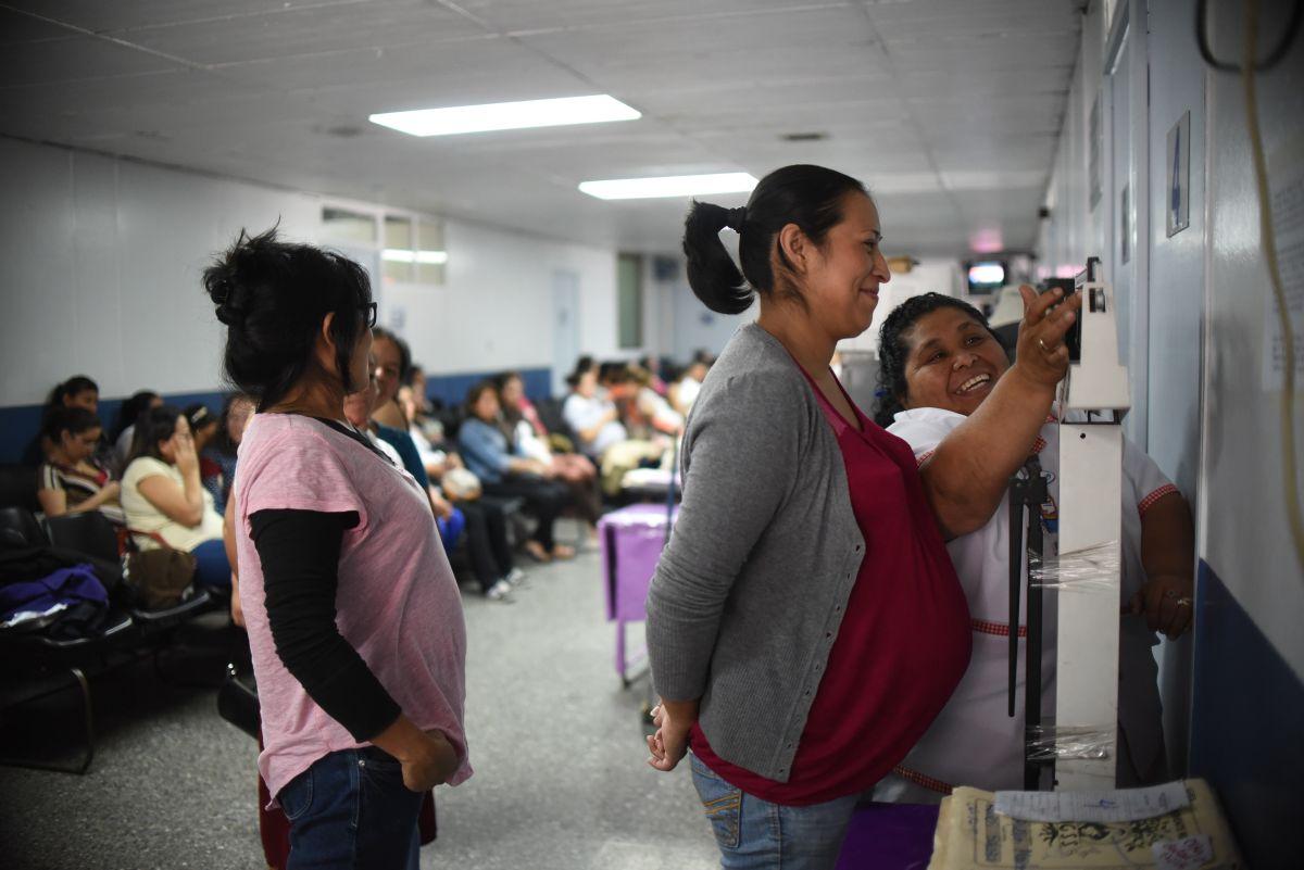 Mujeres enfrentan serios problemas de acceso a la salud