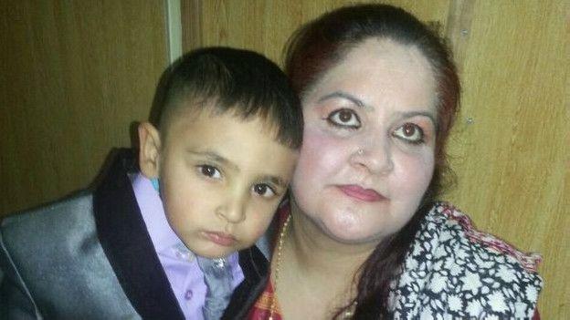 Rohina Kayani dice que Iftikhar fue adoptado por el matrimonio en 2012.