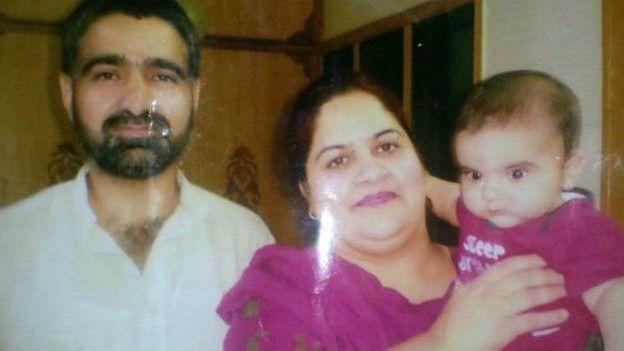 Según el hermano de Gulzar Ahmad Tantray, Iftikhar no es hijo de Rohina Kayani, sino de su esposa anterior, quien falleció.