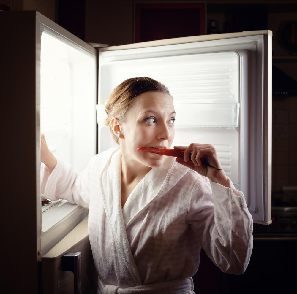 """Lo que te pasa cuando asaltas el refrigerador por la noche se llama """"SAN"""""""