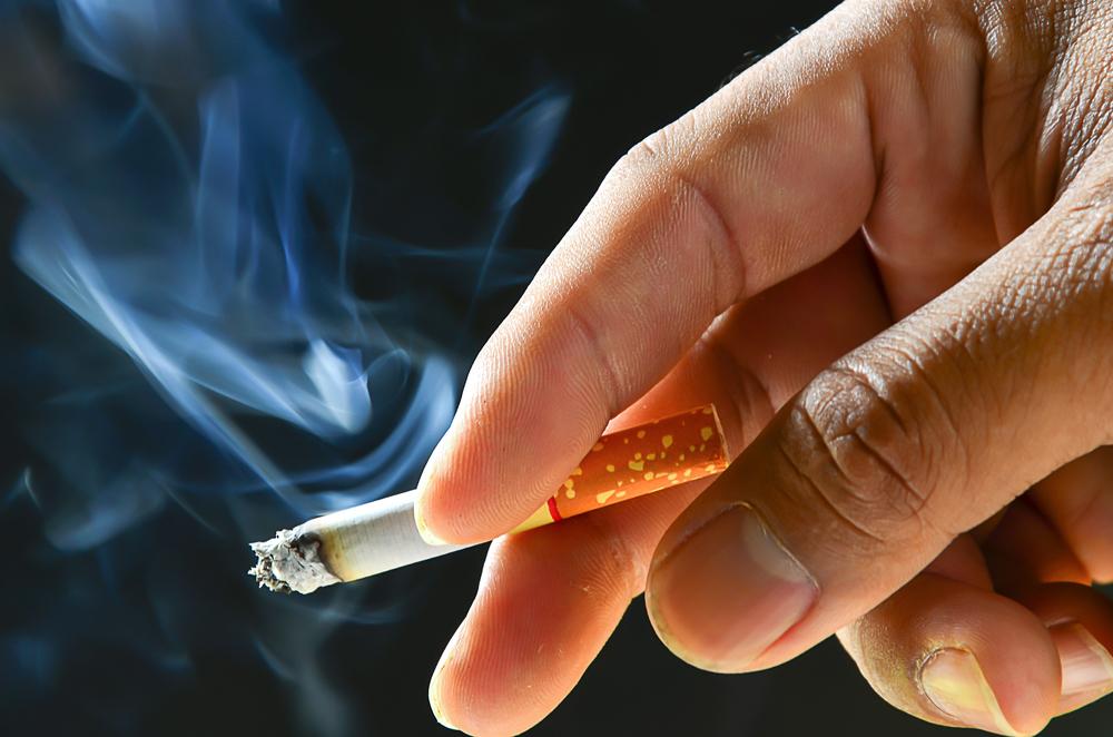 El Senado de California aprueba elevar a 21 años la edad para fumar
