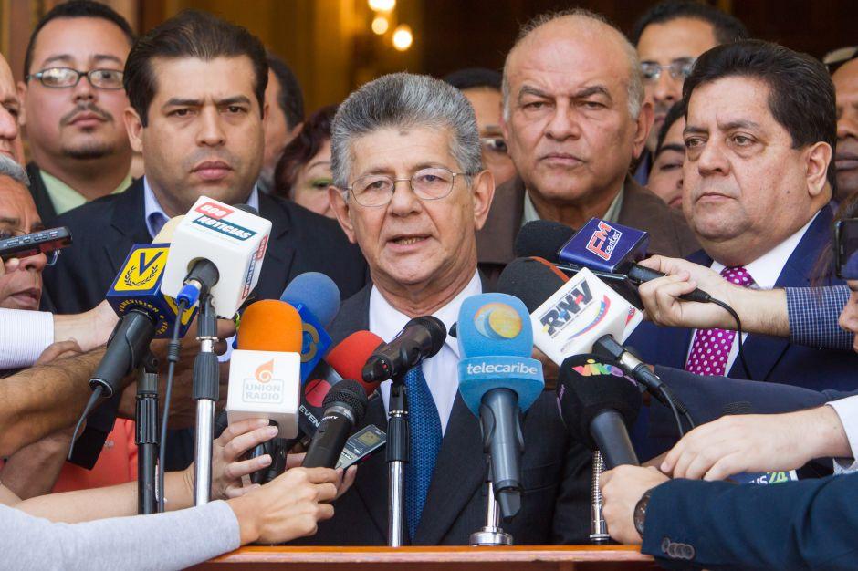 Intensa pugna por emergencia económica en Venezuela