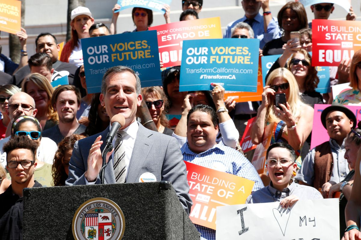 Los Ángeles sale en defensa de transgéneros