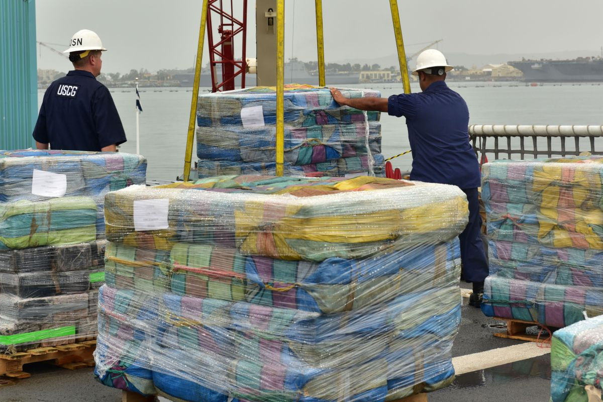 Guardia Costera desembarca 14 toneladas de cocaína en San Diego