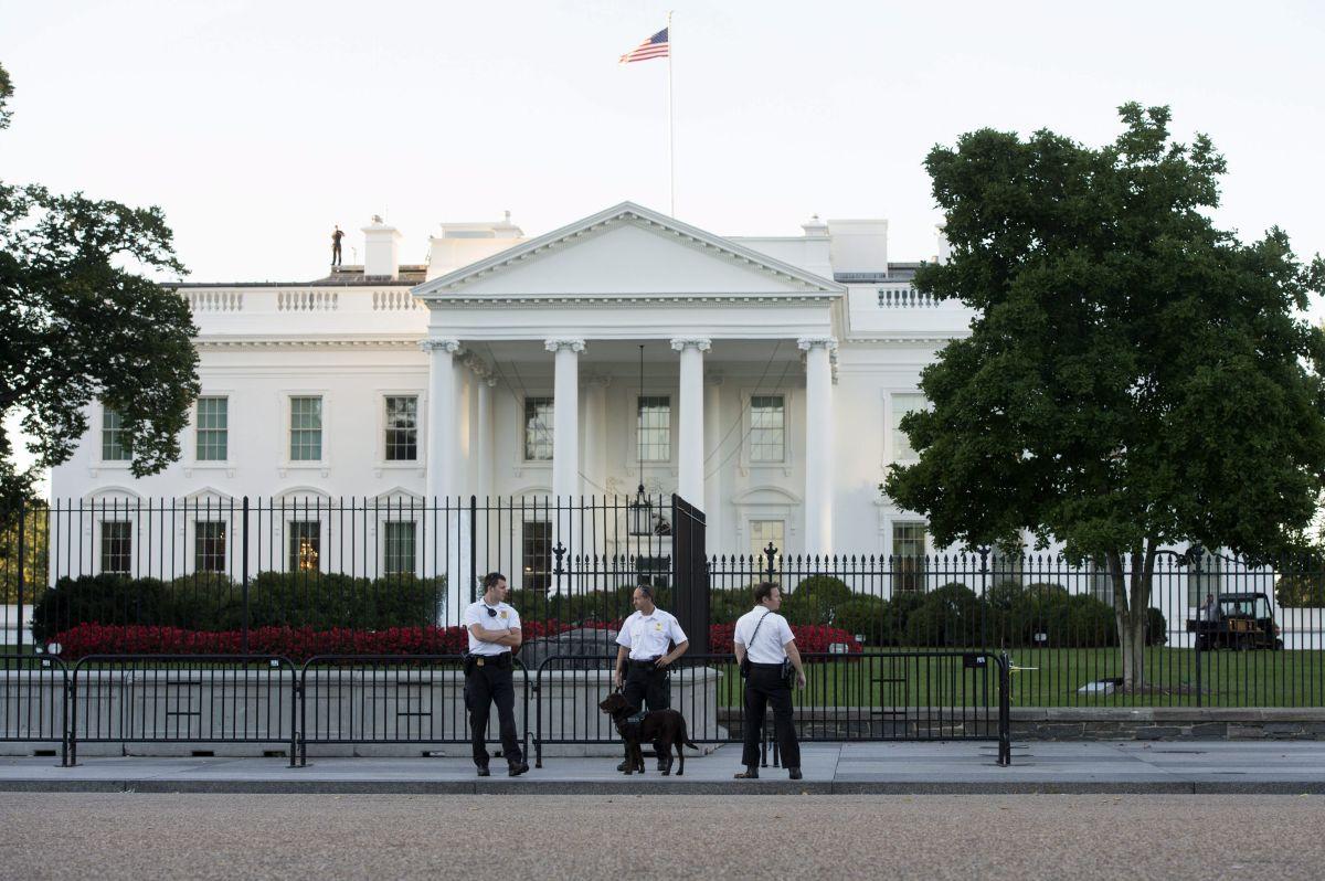 Ladrón salta la valla de la Casa Blanca para escapar de policías