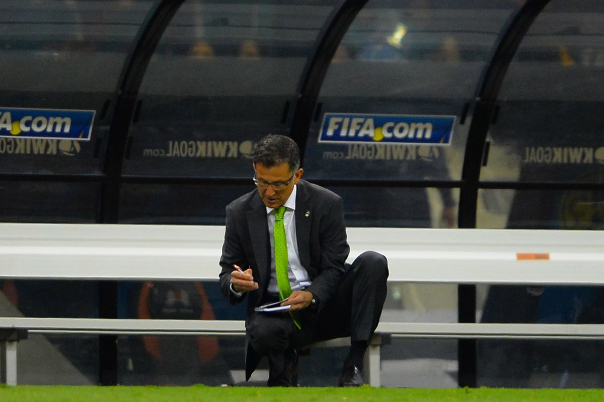 Osorio gusta de anotar toda situación que observa en su libreta.