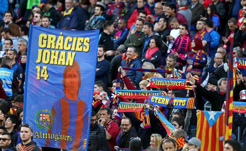 'Gallina de piel' en el homenaje del Camp Nou a Johan Cruyff