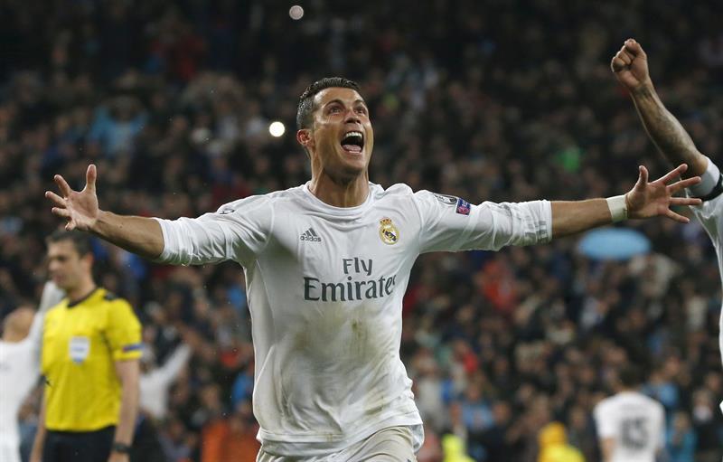 Real Madrid remonta al Wolfsburg con triplete de Cristiano Ronaldo