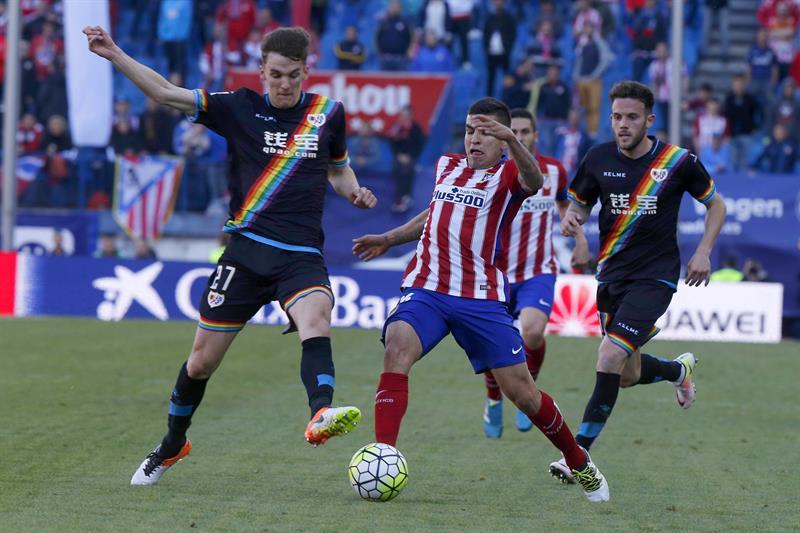 Atlético de Madrid vence a Rayo Vallecano y le mete presión al Barcelona