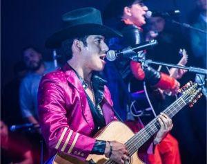 Homenaje de Ariel Camacho se impone ante toda la música latina