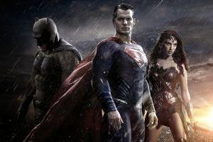 Sufre 'Batman v Superman' desplome en taquilla
