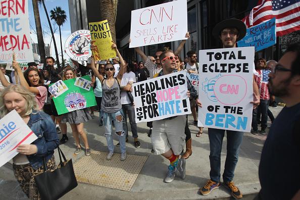 Partidarios de Bernie Sanders organizan eventos para atraer a latinos en California