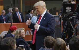 Papeles: Vidas para lelos: Goyeneche y Trump