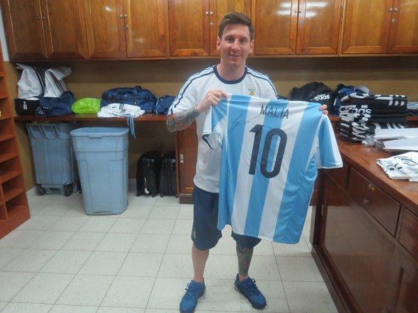 Messi les regala unas playeras de Argentina a las hijas de Barack Obama