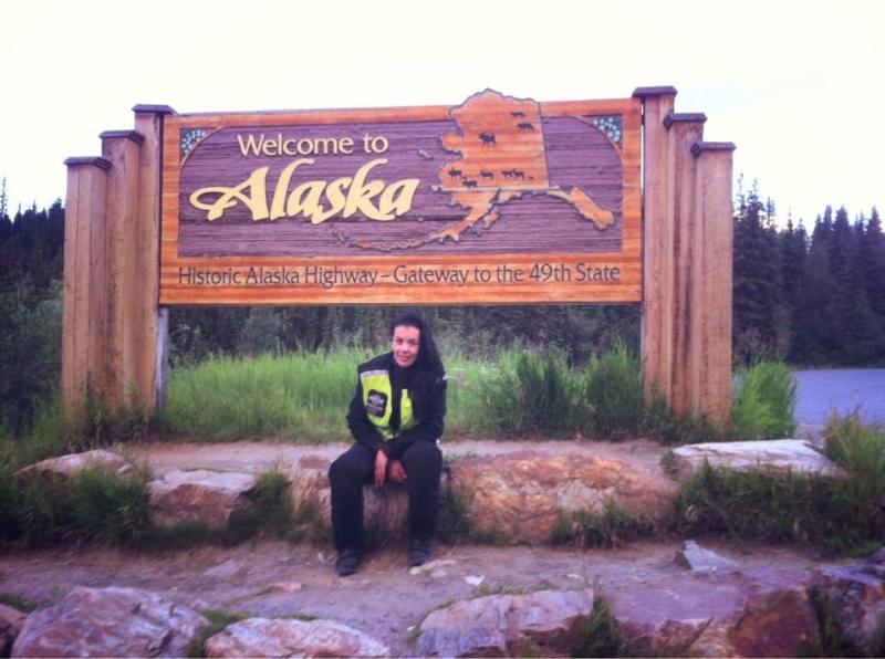 Sola y en moto de México a Alaska