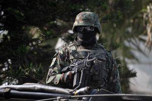 Joven pierde un ojo por disparos de militares, el auto en el que viajaba chocó contra cuartel