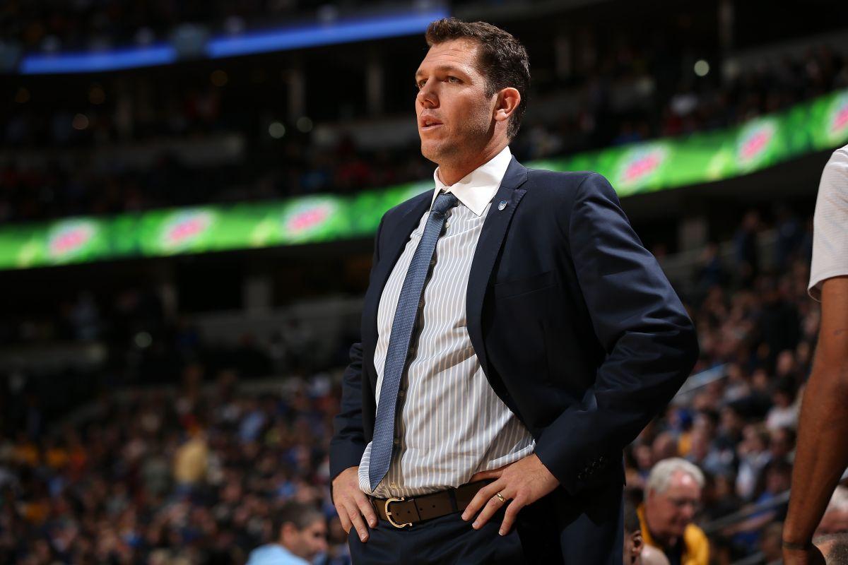 Luke Walton, actual entrenador asistente de los Warriors de Golden State, es el primer favorito para convertirse en nuevo coach de los Lakers.