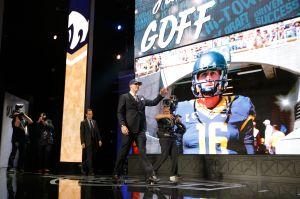 Los Rams inician una nueva era en Los Ángeles al seleccionar a Jared Goff como su quarterback en el Draft de la NFL
