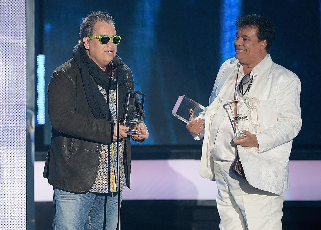 """Juan Gabriel y su disco """"Los dúo"""" triunfan en los Billboard Latinos"""