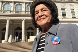 Dolores Huerta pide terminar contratos del Antelope Valley con el sheriff de LA