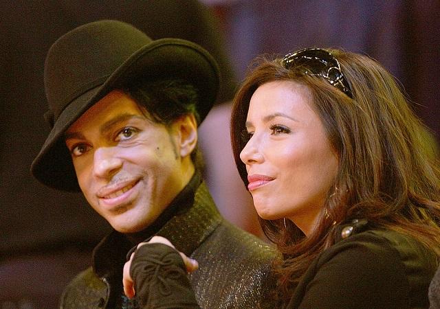 Prince y Eva Longoria disfrutando de un partido de baloncesto en Las Vegas en 2007.