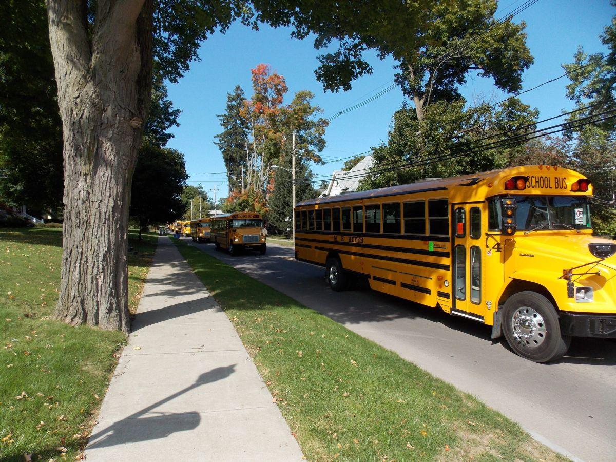 Estudiante del LAUSD dice que autobús escolar no la recogió en zona peligrosa