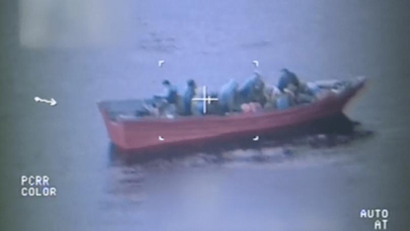 VIDEO: Rescatan a 17 presuntos inmigrantes indocumentados en alta mar