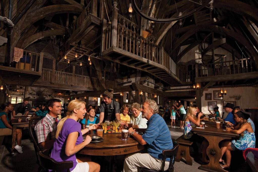 El restaurante Three Broomsticks forma parte de la experiencia de The Wizarding World of Harry Potter.