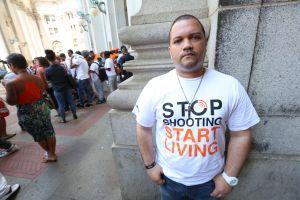 Para luchar contra violencia armada, latinos deben unirse con comunidades negros y LGBTQ