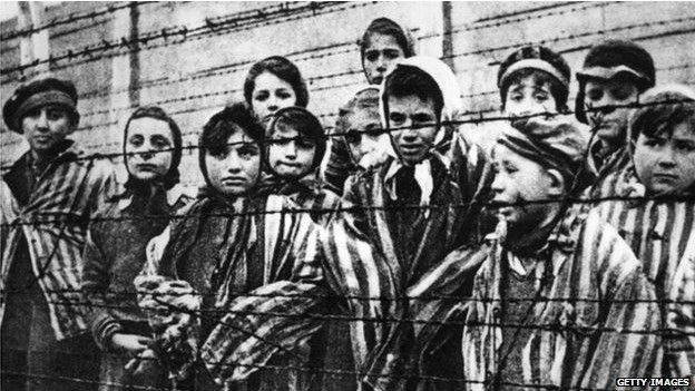 La increíble historia de amor entre el tatuador del campo de concentración de Auschwitz y una prisionera de los Nazis