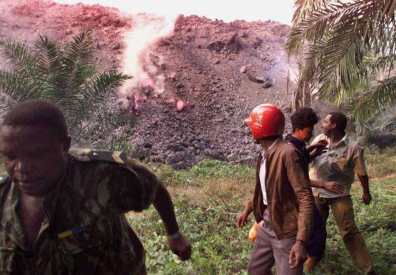 """El Monte Camerún es uno de los volcanes más activos del país. Y la gente hace """"todo lo posible"""" para evitar una erupción."""