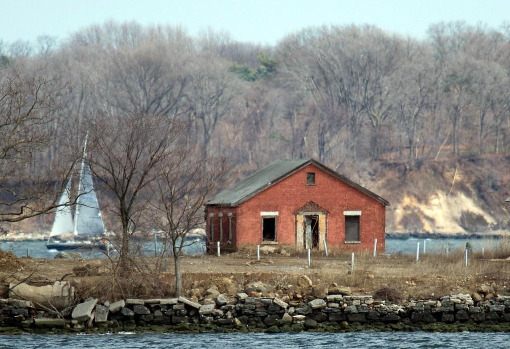 Cada año son enterradas en fosas comunes en Hart Island unos 1,500 cadáveres que no son reclamados.
