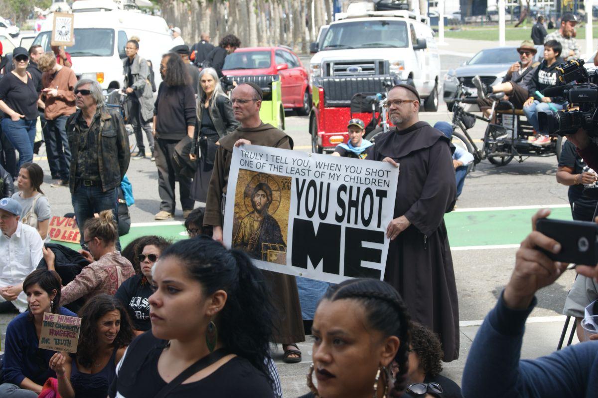 La policía de San Francisco se ha visto envuelta en varias polémicas por incidentes en los que se excedieron en el uso de la fuerza contra, principalmente, afroamericanos.