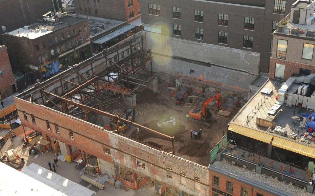 El derrumbe ocurrió en una construcción en la Novena avenida entre las calles 12 y 13, en Manhattan.