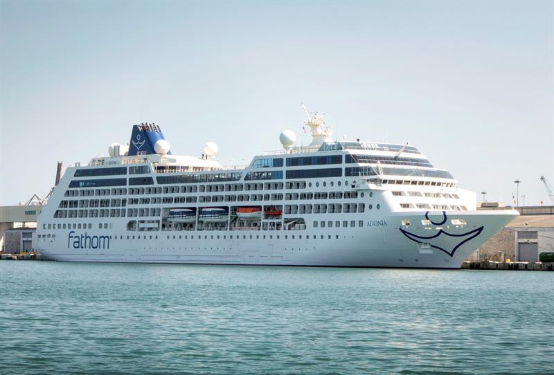 Zarpa Miami el primer crucero a Cuba en 50 años