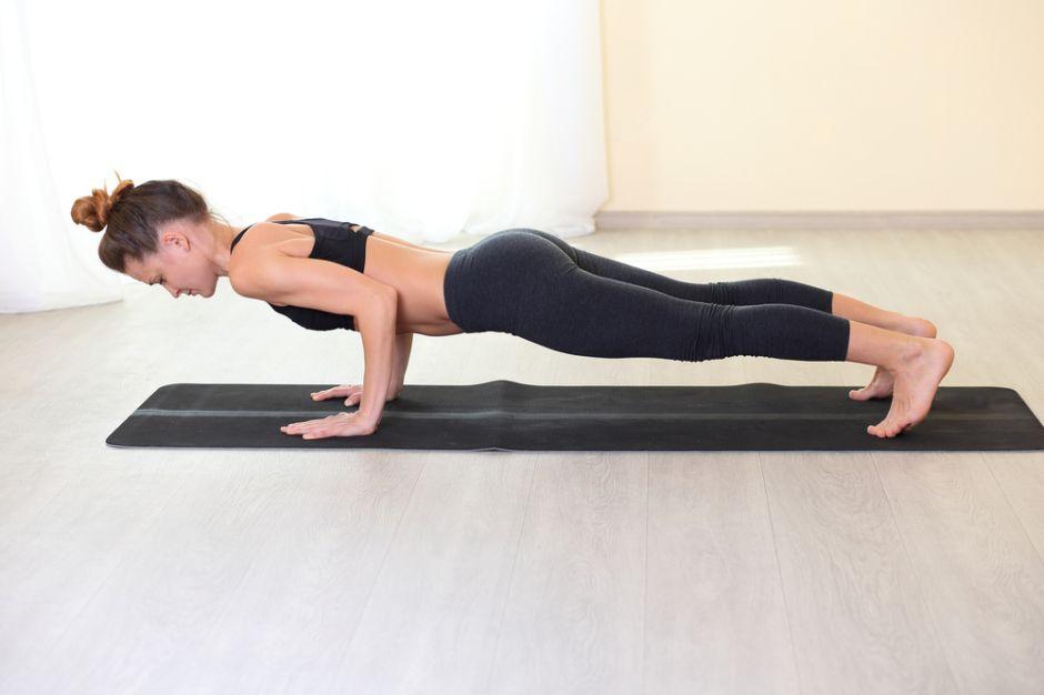 Tres ejercicios básicos para estar en forma y cómo hacerlos