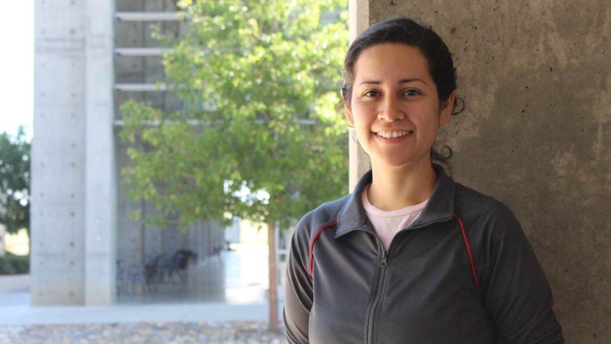 Conoce a la primera indocumentada que recibe su doctorado en UC Merced