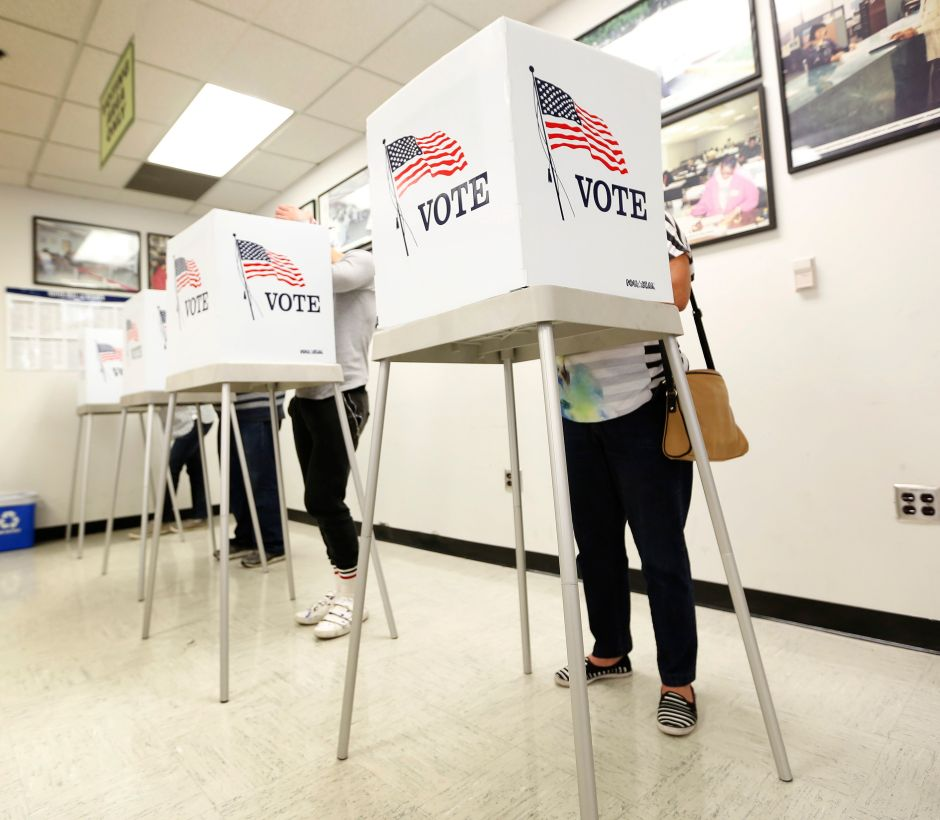 Aumentan el pago a los trabajadores electorales en el condado de Los Ángeles