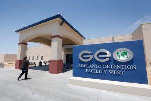 Largas detenciones y falta de acceso a abogados en centros de detención migratorio