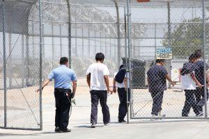 Miles de inmigrantes están detenidos lejos de sus familias