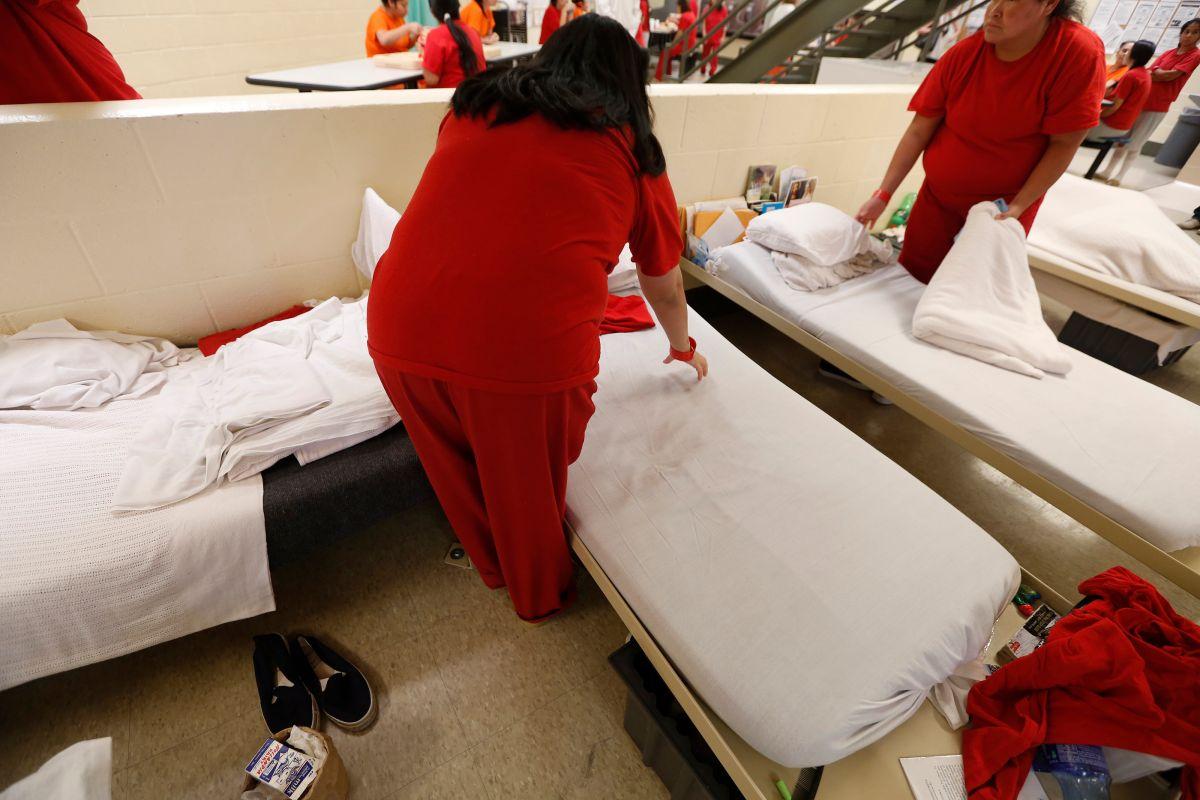 Las pruebas médicas detectaron VIH en la inmigrante.