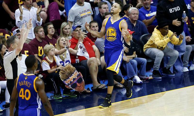 Warriors se ponen a un juego del bicampeonato