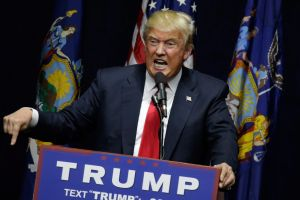"""Trump insiste en enfocarse en el uso de """"perfiles raciales o étnicos"""" para prevenir terrorismo"""
