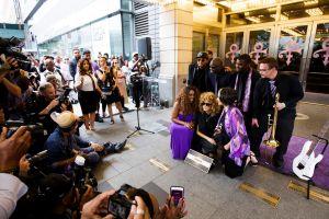 Prince ya tiene su placa en el Paseo de la Fama del teatro Apollo