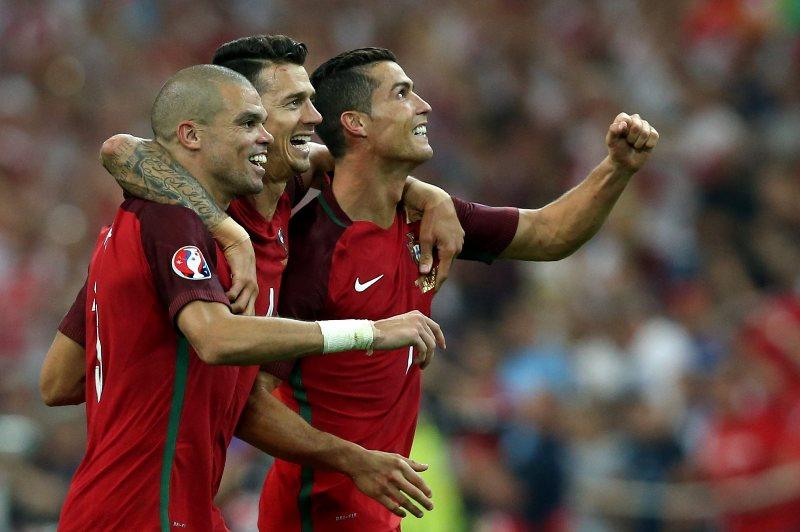 Cristiano hizo lo que Messi no: Portugal está en semifinales de la Euro