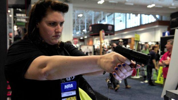 Por qué en EEUU cualquiera puede comprar un arma de fuego