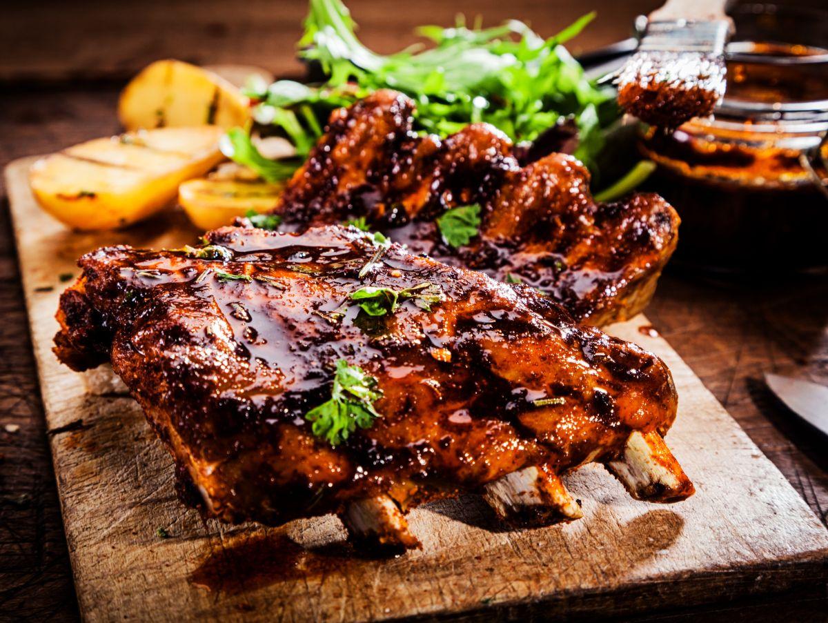 Disfruta de este 4 de julio en compañía de amigos y familia, preparando un rico y accesible menú con elementos tradicionales.