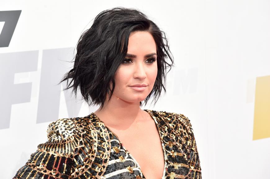 La espectacular colección de autos de Demi Lovato